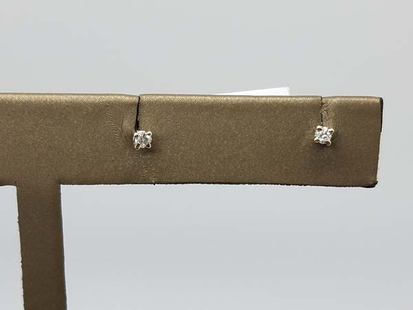 14K	White Gold	1	g	Solitaire Earring	J	I1	4 prong	round brilliant	Diamond		Stud	Earrings	0.07	ct