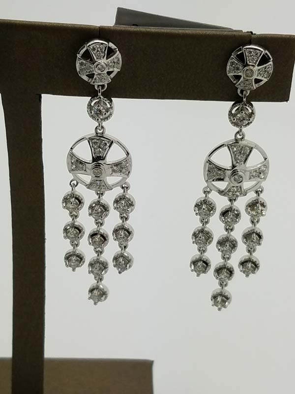 18K	White Gold	15.1	g	Cross		Diamond		Chandelier	Earrings	1.50	ct