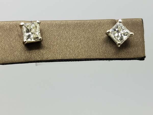 14K        White Gold        1.55        g        square solitaire earrings        J-K        VVS-VS        4 prong        PRincess cut        Diamond                Stud        Earrings        2.00        ct