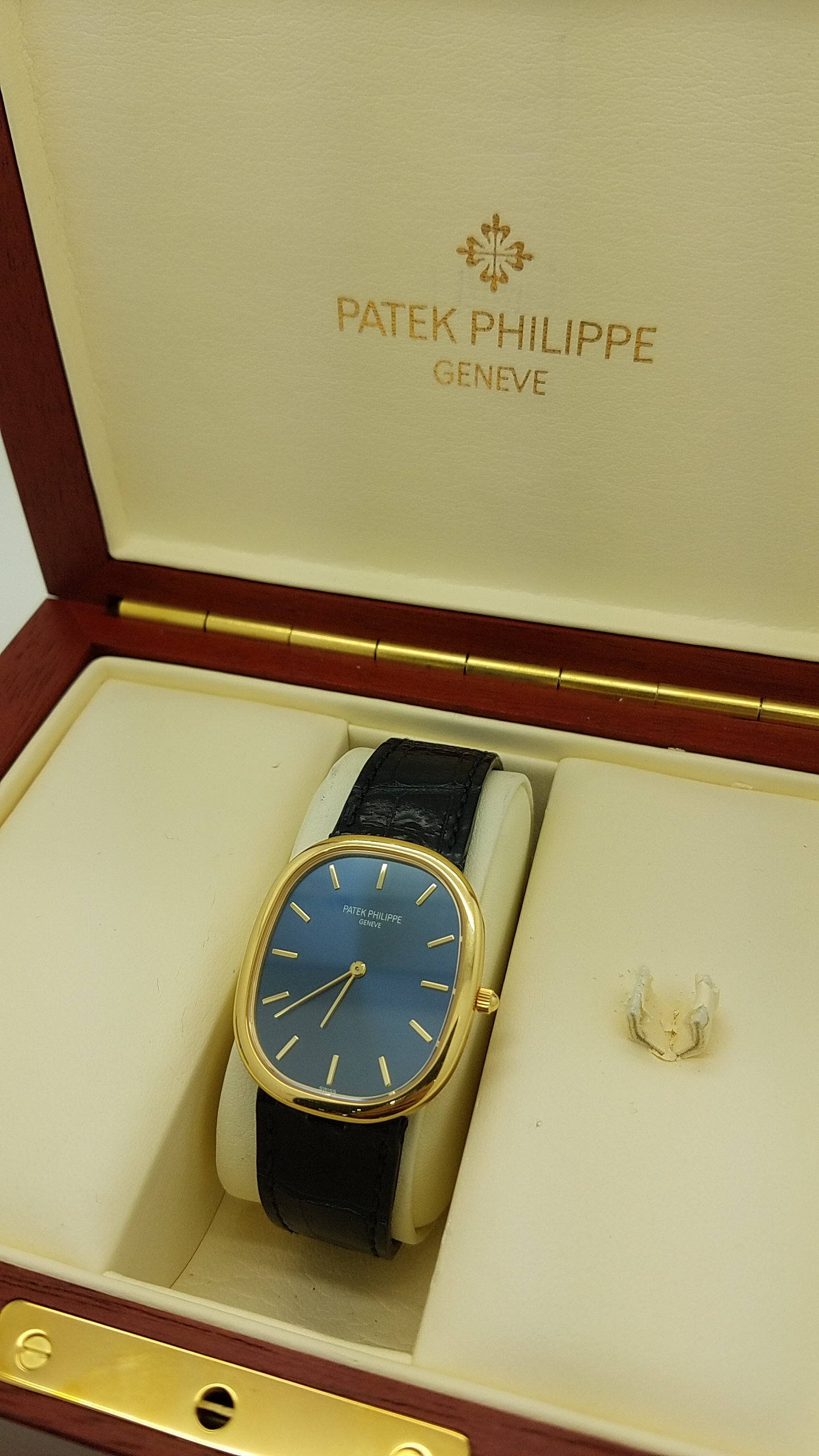PATEK PHILIPPE	ELLIPSE 	3738	18k Yellow Gold	Genuine Leather	31mm		Mechanical (Automatic)				WATCH