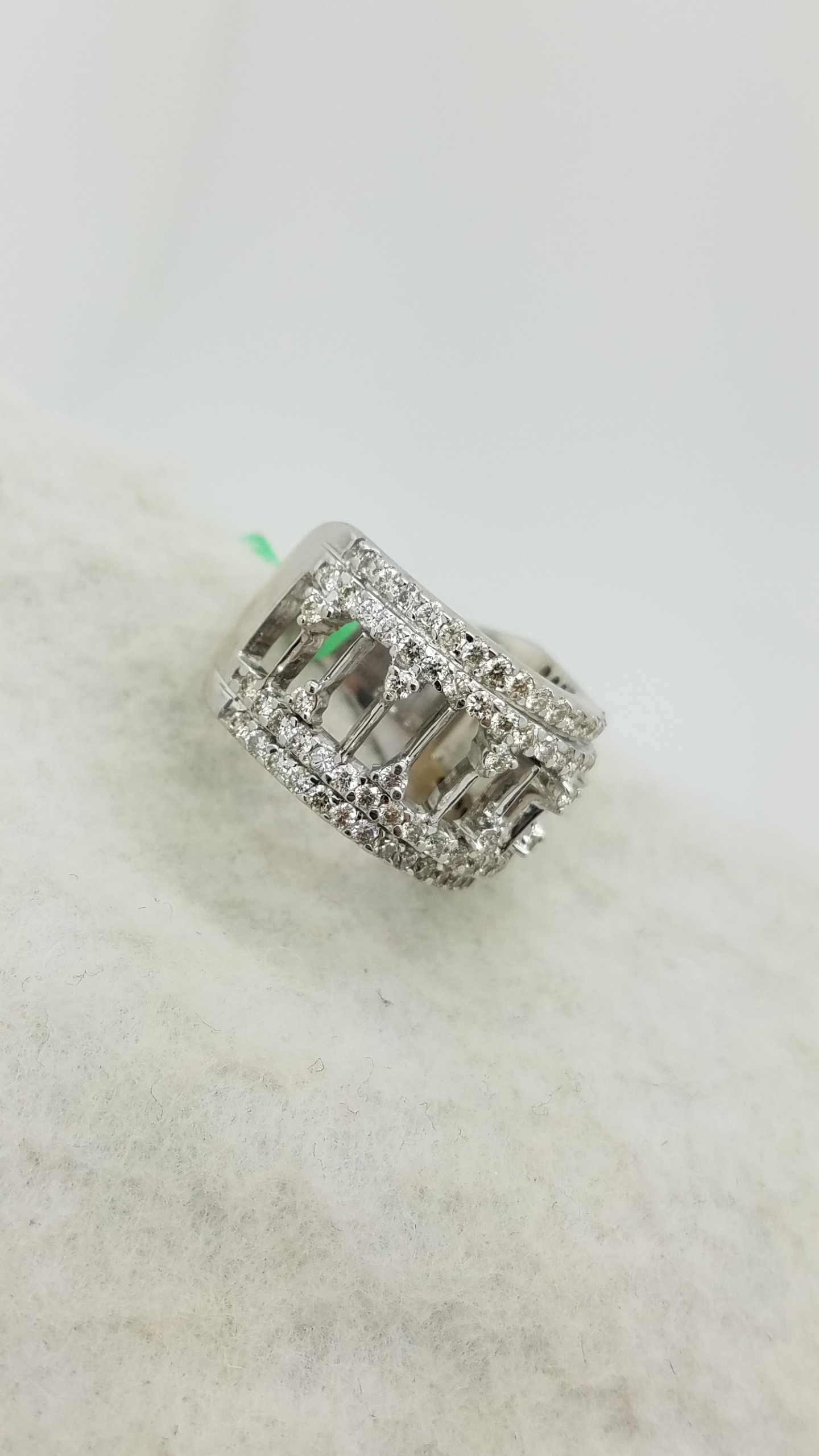 """18K        White Gold       """" see through """"      Round        Cut        I-J/SI        Diamond                prong        CLUSTER        ring"""