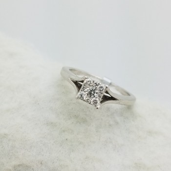 10K	White Gold	PRINCESS STYLE	0.25	Ct.	R	Cut	I-J/SI	DIAMOND		PAVE	CLUSTER	ring