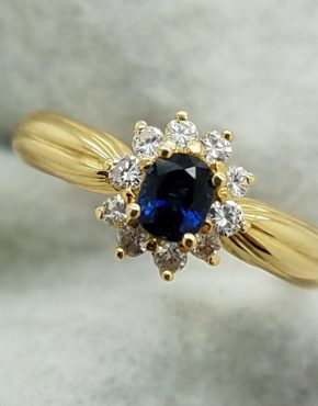 18K	Yellow Gold		OVAL	Cut			SAPPHIRE	DIAMOND	COCKTAIL	ring
