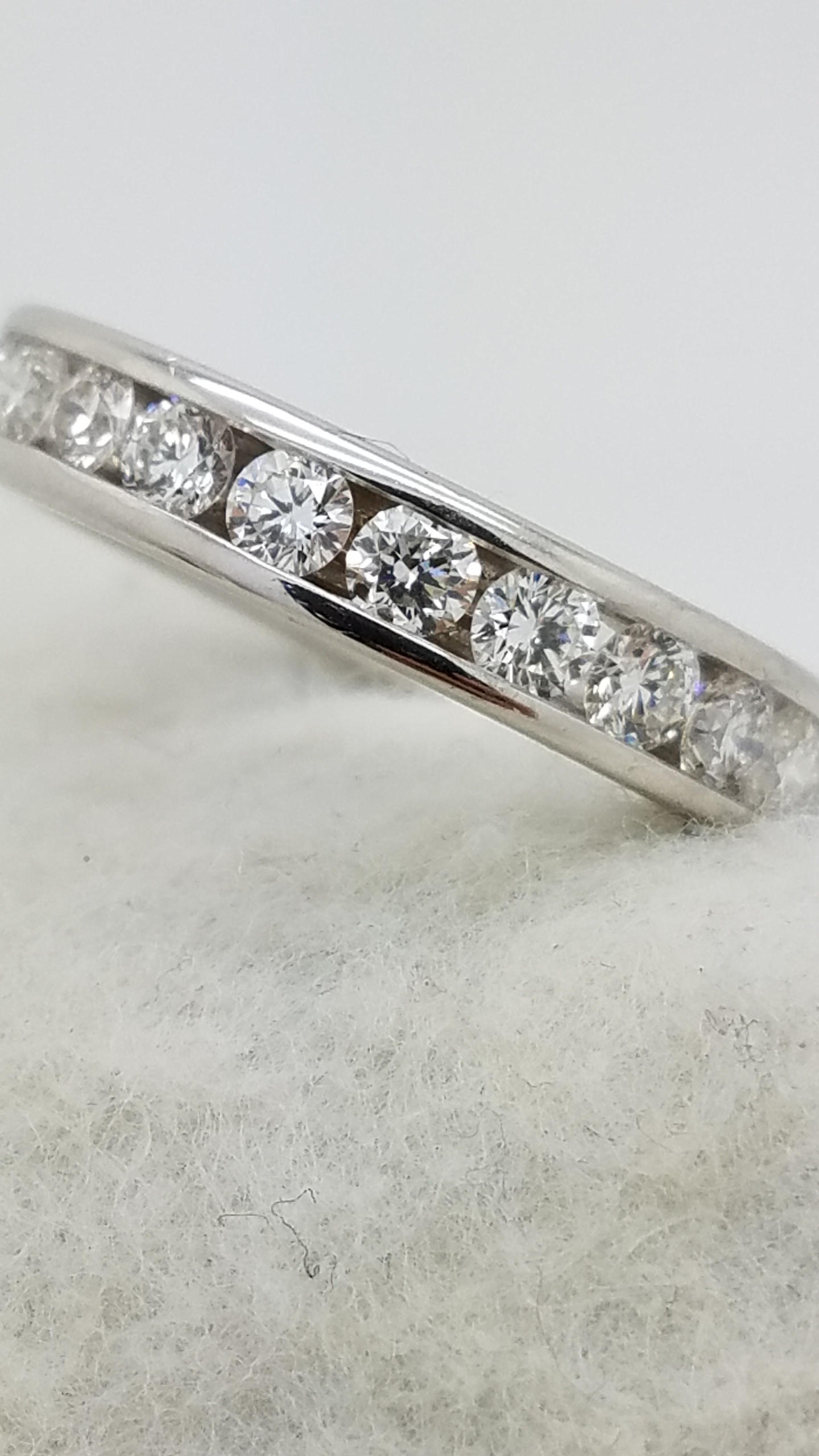 18K	White Gold		1.91	ct	ROUND	Cut		Diamond	channel-set	Eternity Band	Ring