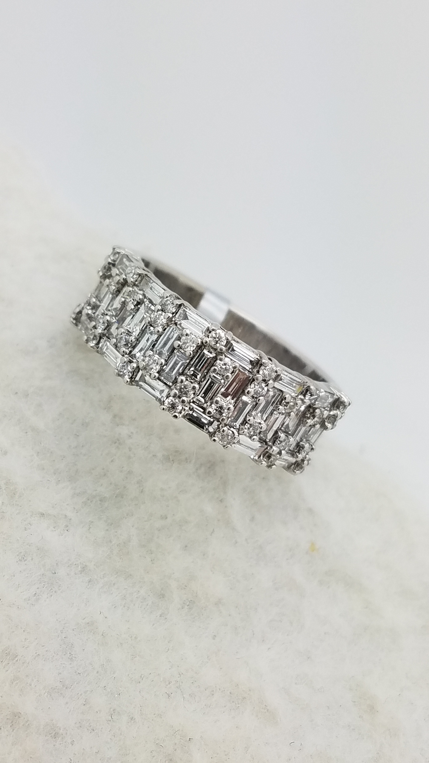 STUNNING! 18K        White Gold        CLUSTER        1.25        ct        ROUND + BAGUETTE        Cut                Diamond        Shared Prong        Anniversary Band        Ring