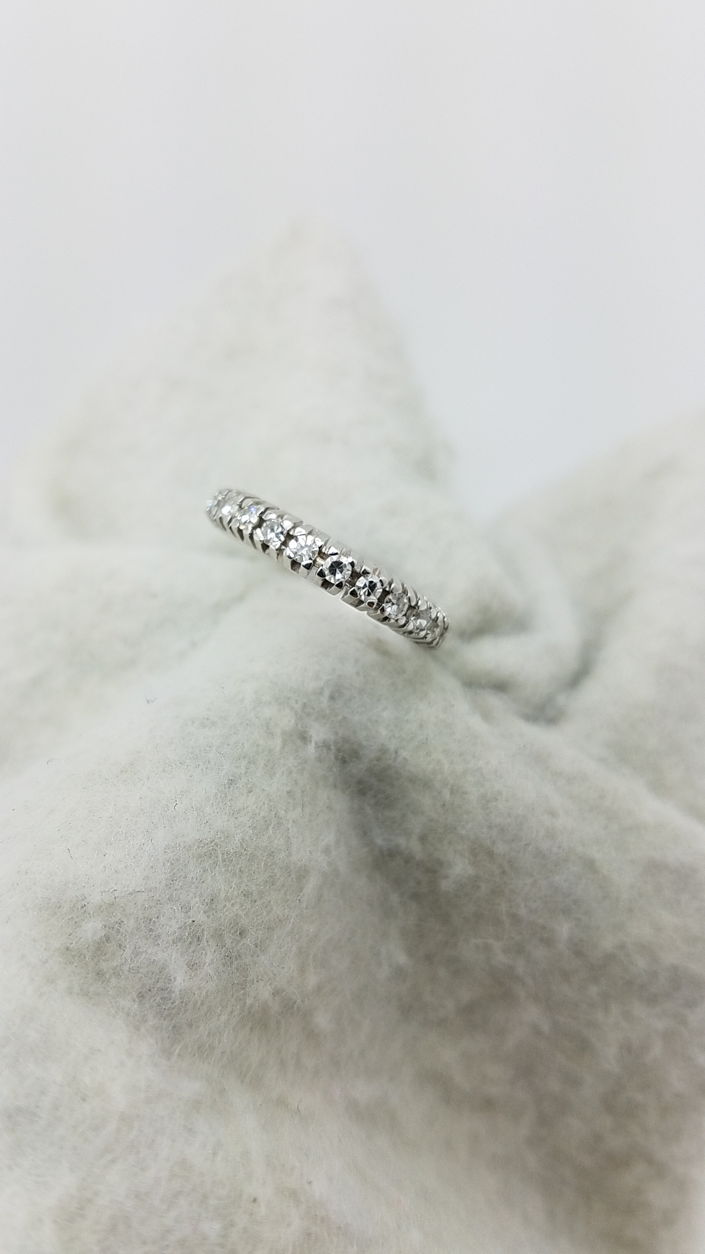 14K	White Gold		0.30	ct	Old CUt	Cut		Diamond	4-prong	Anniversary Band	Ring