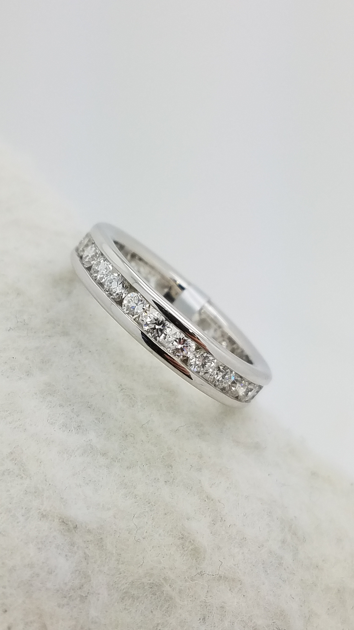 18K	White Gold		1.54	ct	ROUND	Cut		Diamond	channel-set	Eternity Band	Ring