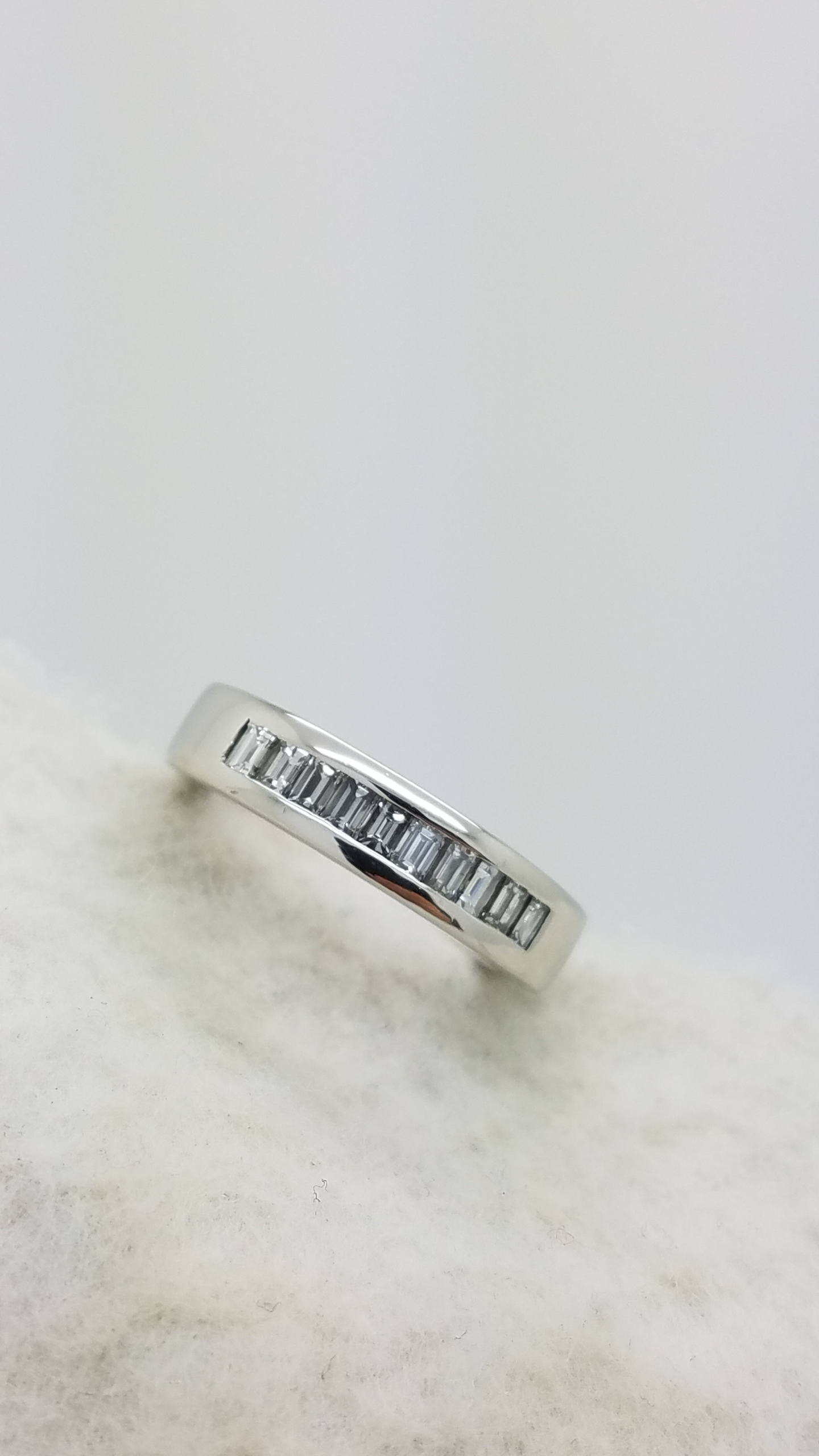Platinum		1.00	ct	Baguette	Cut		Diamond	Bezel-Set	Anniversary Band	Ring