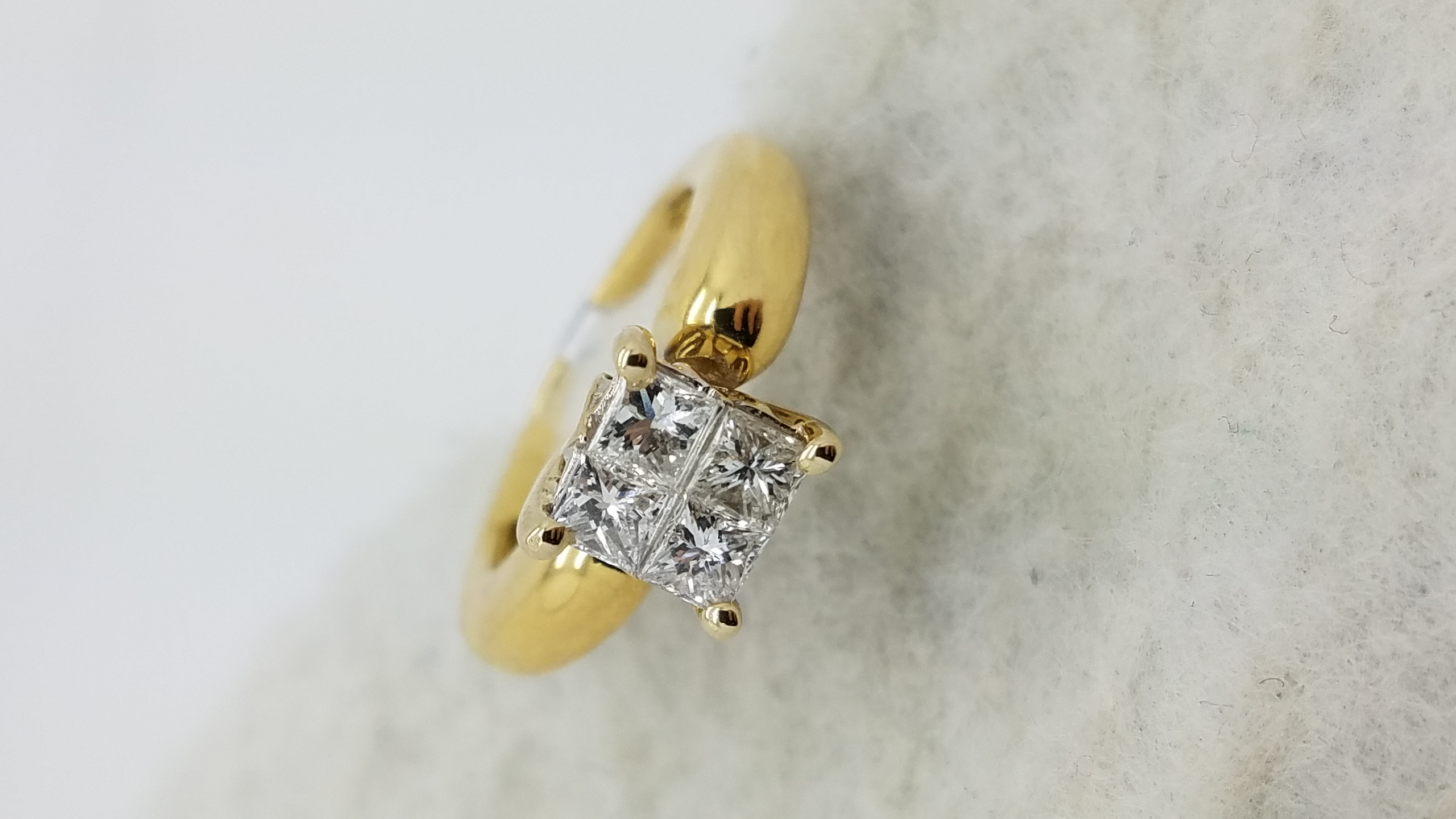 18K	Yellow Gold	Large style	0.60	ct.	PR	Cut	Diamond	I	SI2	Invisible-Set	Cluster	Engagement-Ring