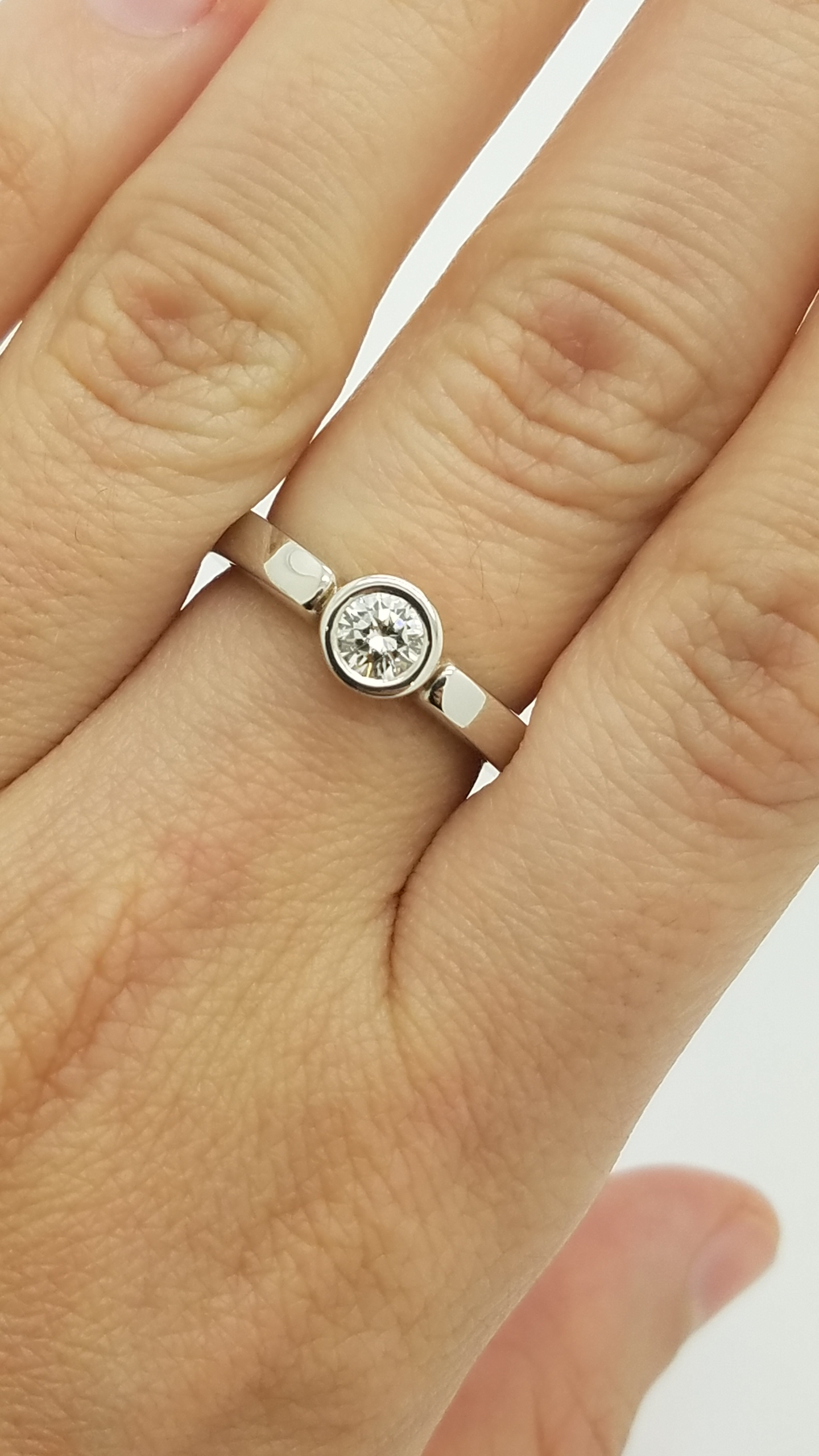 18K	White Gold	Bezel Engagement	0.50	ct.	R	Cut	Diamond	G	VS