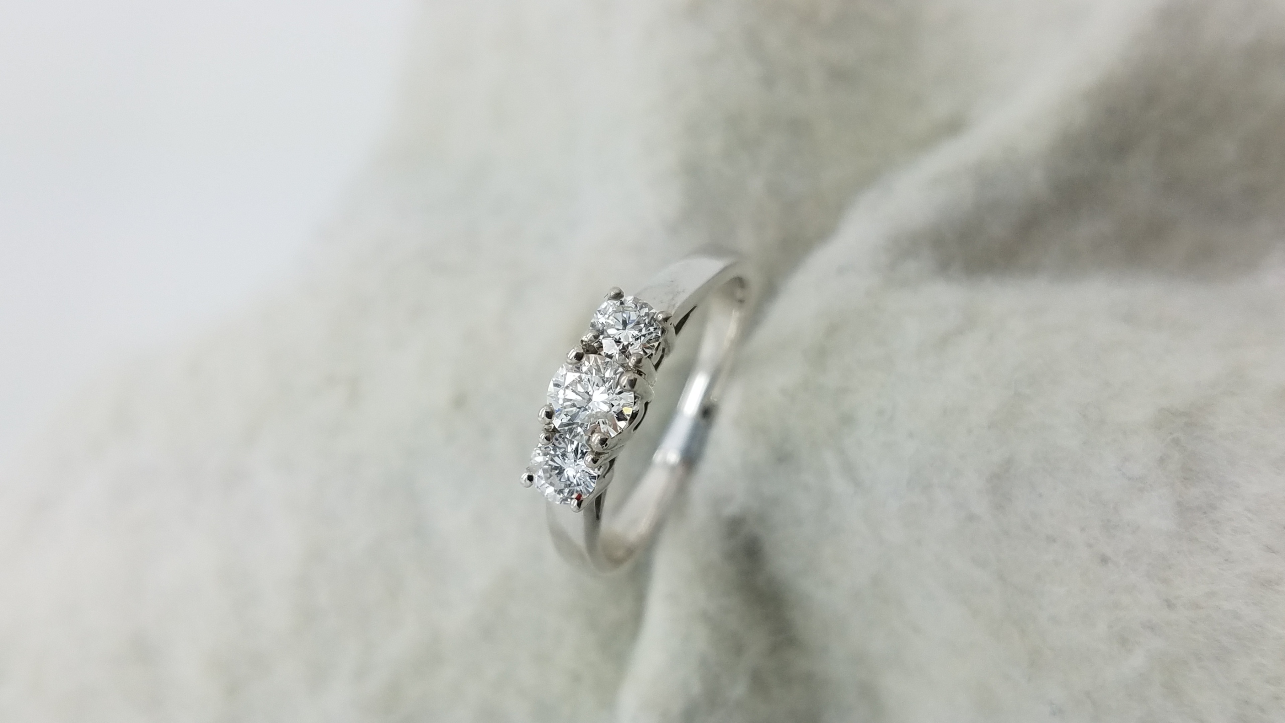 14K	White Gold	Past, Present, future	0.50	ct.	R	Cut	Diamond	G	SI2	4-prong	Three-Stone	Engagement-Ring
