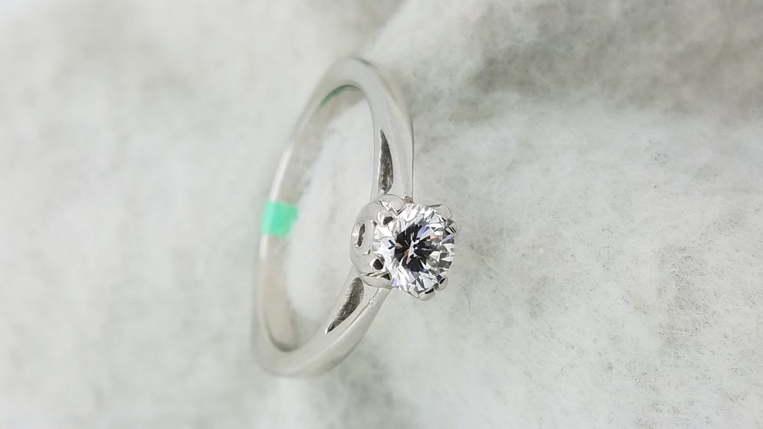 flat diamond ring on solid kugxnwyx hand rings four engagement cut tapered with shoulders gallery claw emerald