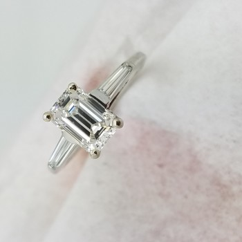 14KWhite GoldClassic0.80+0.15ct.Emerald + BaguettesDIAMOND4-prongSolitaire with AccentsEngagement-Ring
