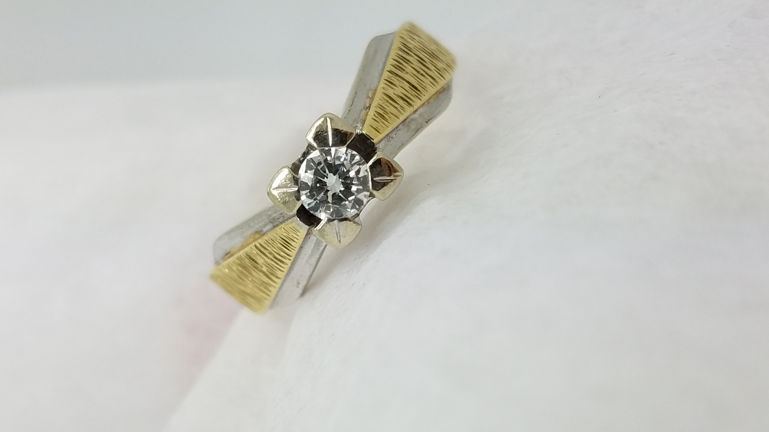 14K	Two tone	hammered	0.20	ct.	R	Cut	Diamond	4-prong	Solitaire		Engagement-Ring