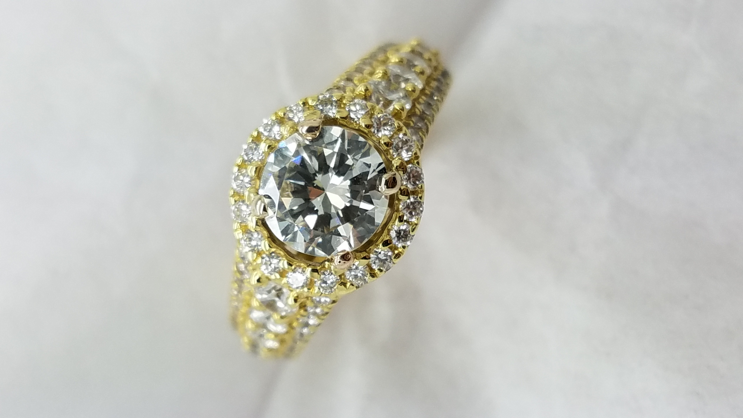 18K	Yellow Gold	halo half eternity	0.91+1.00	ct.	R	Cut	diamond	4-prong/pave	Solitaire with Accents		Engagement-Ring