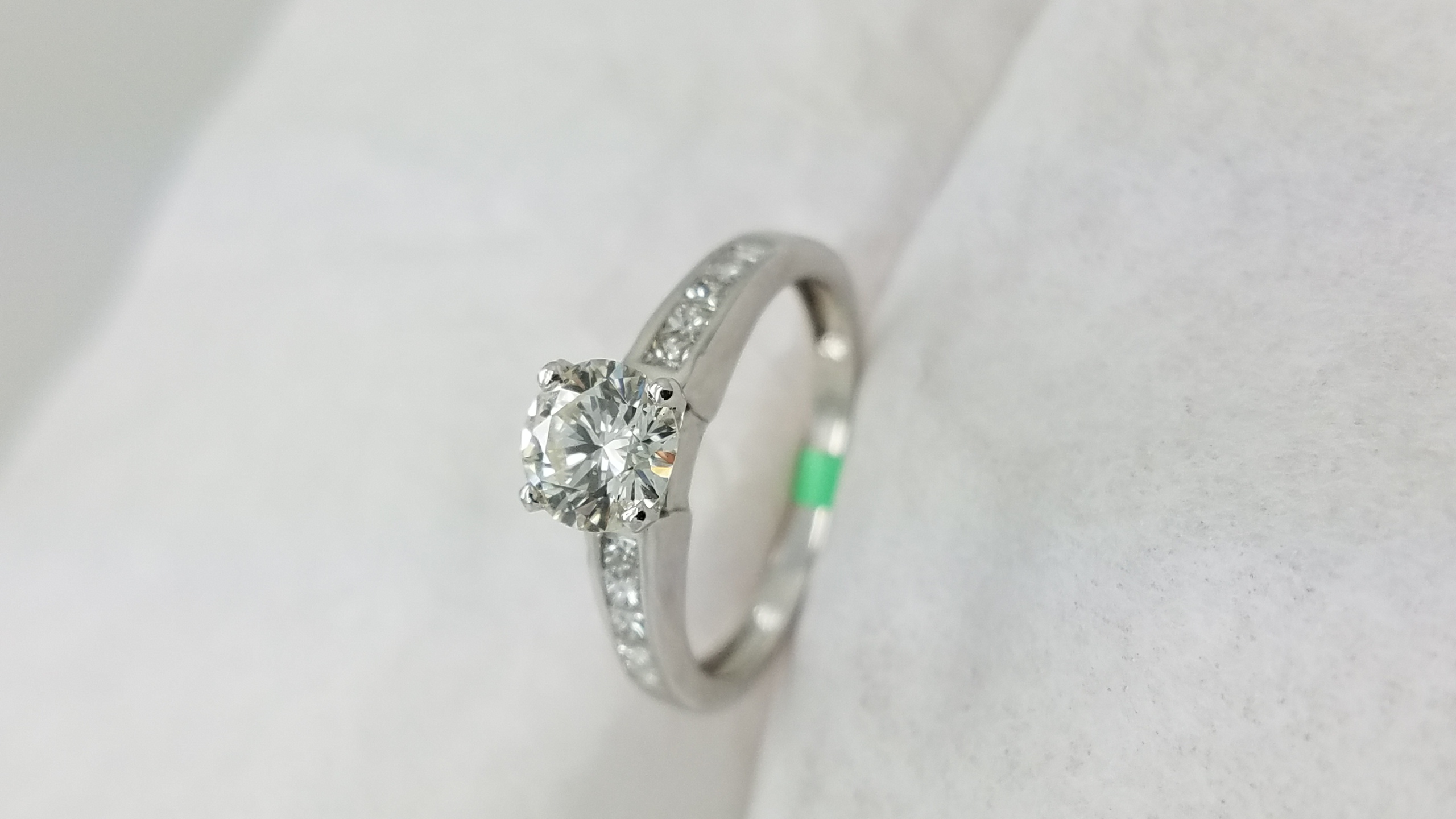 18KWhite Goldclassic0.69+0.25ct.Round +PrincessCutDiamond4-prong/ channelSolitaire with AccentsEngagement-Ring