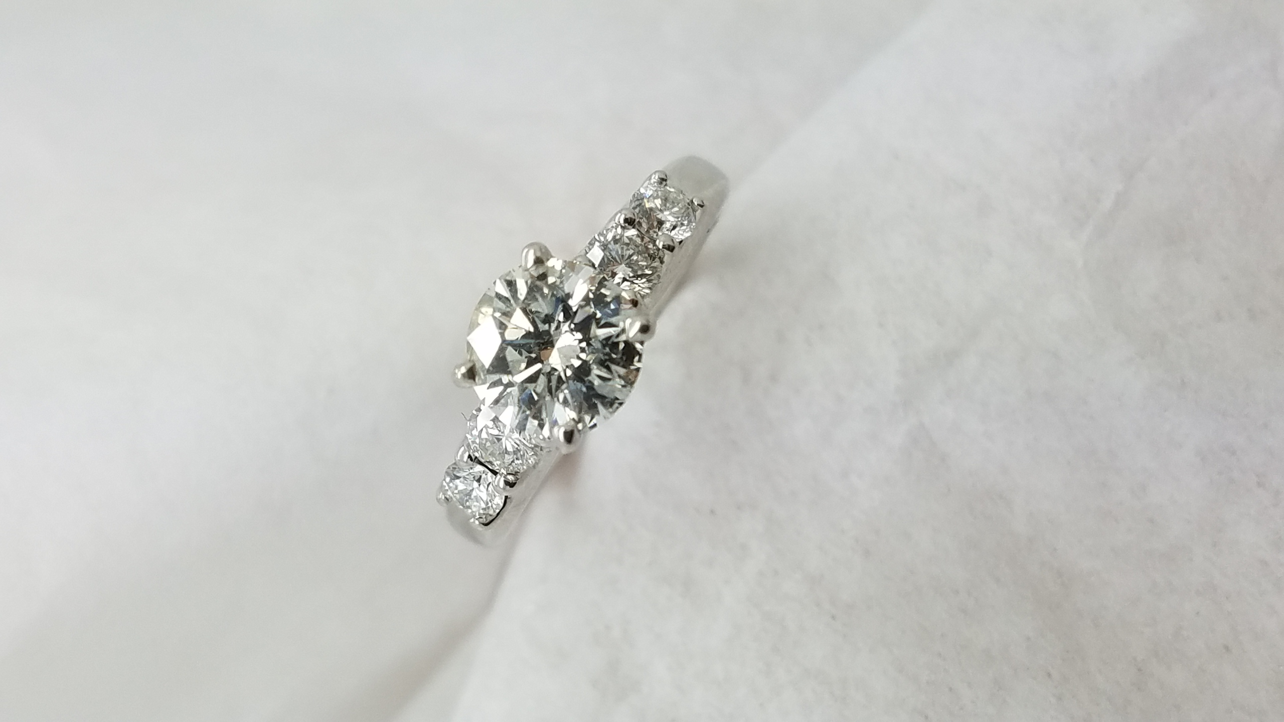 14KWhite GoldCathedral1.14+0.50CTRoundCUTDiamond4-prongSolitaire with AccentsEngagement-Ring