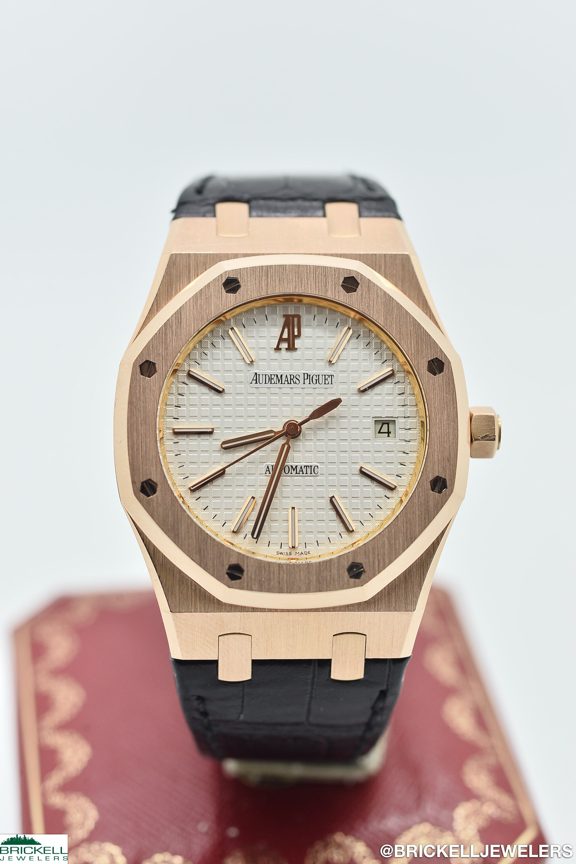 AUDEMARS PIGUET        ROYAL OAK        15300OR WHITE   18K        ROSE        Solid Gold        Genuine Leather        39MM        Mechanical (Automatic)        WATCH