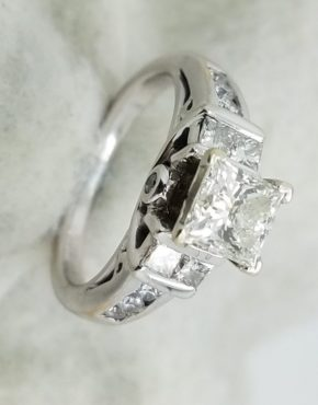 14KWhite GoldSquare shank1.76ct.PrincessRoundCutDiamond4-prongSolitaire with AccentsEngagement-Ring